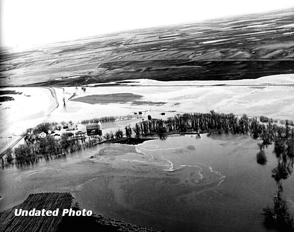 Undated flood photo of Jamestown North Dakota