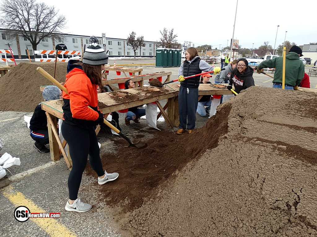 Filling Sand Bags at Civic Center   CSi Photo