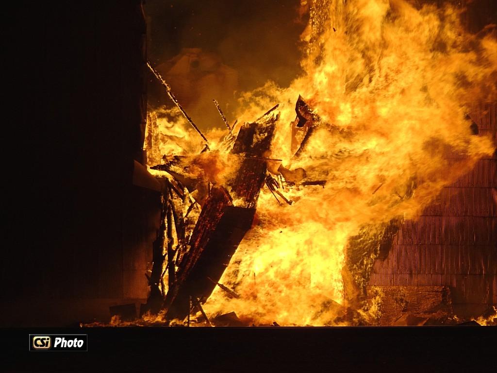 Fire destroys Medina Grain Elevator - Photos Thomas Ravely/CSi