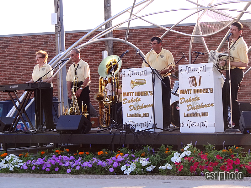 Matt Hodek & the Dakota Dutchmen at Arts Market - CSi Photos