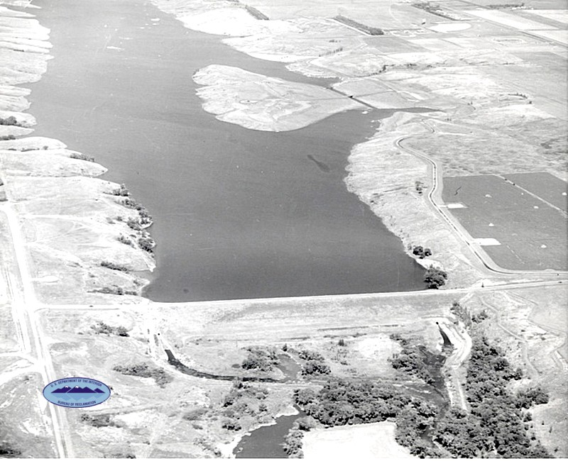 Aerial view Jamestown Dam after completion